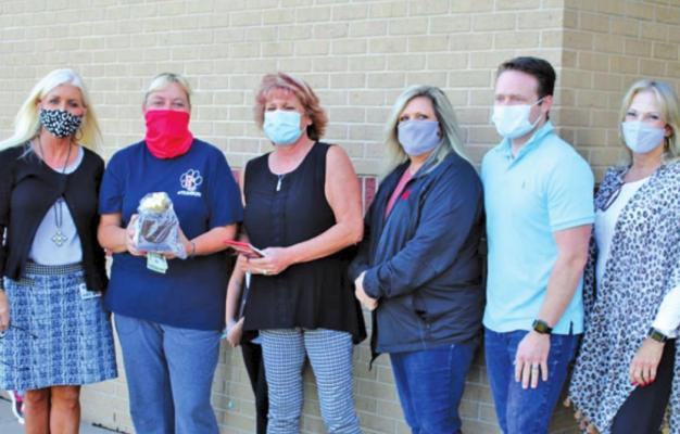 Pictured L-R: Shelley Arrott - Superintendent of Ponca City Schools Melisa Smith - September Teacher of the Month - Union Elementary Jeri Casey-Nash – 104.7 The Bull and 1230 WBBZ Stephanie Klinger – Klinger's Collision Center Dr. Aaron Neale - Blackwell Dentistry Kathy James - Kenny Wheeler Farmers Insurance