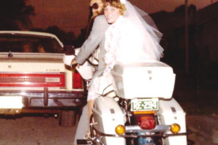 Couple celebrates 40th anniversary